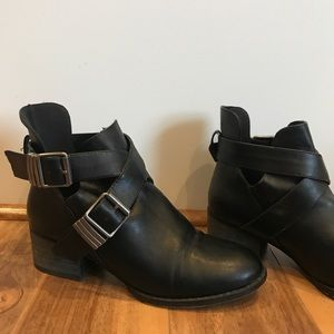Shoes - Women's black ankle boots size 6.5